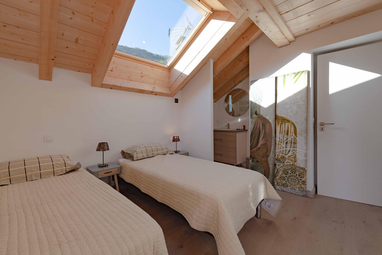 chambre lit simple sous velux